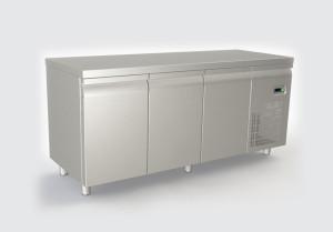 Ψυγείο πάγκος με 3 πορτες και μοτέρ δεξιά
